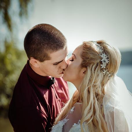 Wedding photographer Miroslava Velikova (studioMirela). Photo of 11.12.2017