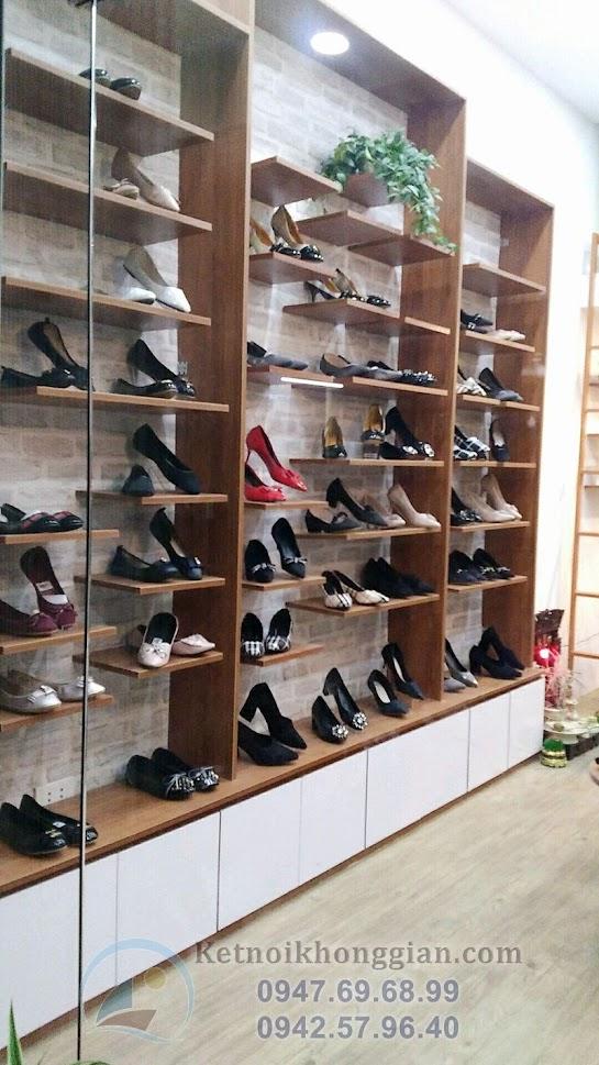 thi công shop giày dép chuyên nghiệp ở Triều Khúc
