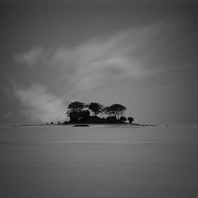 Lone Island by Erwan Photochrome - Landscapes Travel
