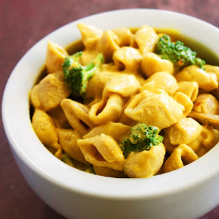 Vegan Sriracha Shells 'n Cheese with Broccoli