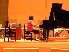 Photo: 本番を前にした入念なリハーサル キーボードオーケストラ楽ひこね2010 彦根市のピアノ教室栗田音楽教室http://www.pianoya.net/pianoya_029.htm