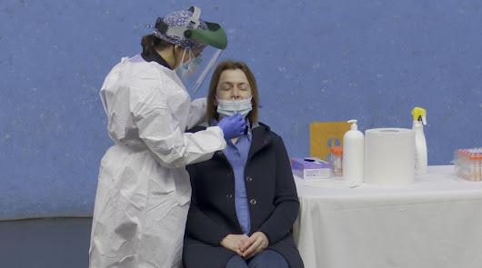 Otros cuatro fallecidos por coronavirus pese a la caída en los positivos diarios