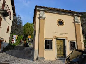 Photo: Da qui inizia la serie di chiesette...