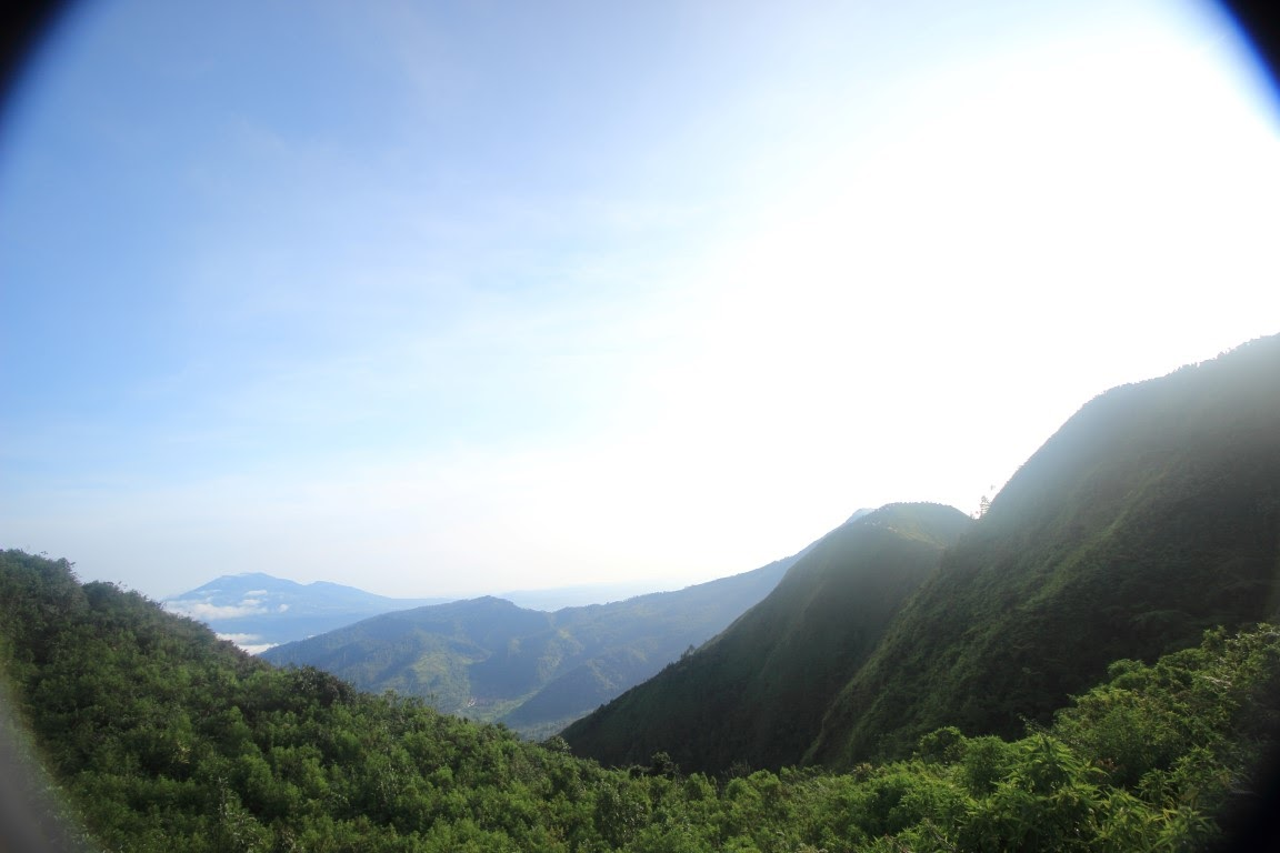 Dari dekat tenda di gunung andong
