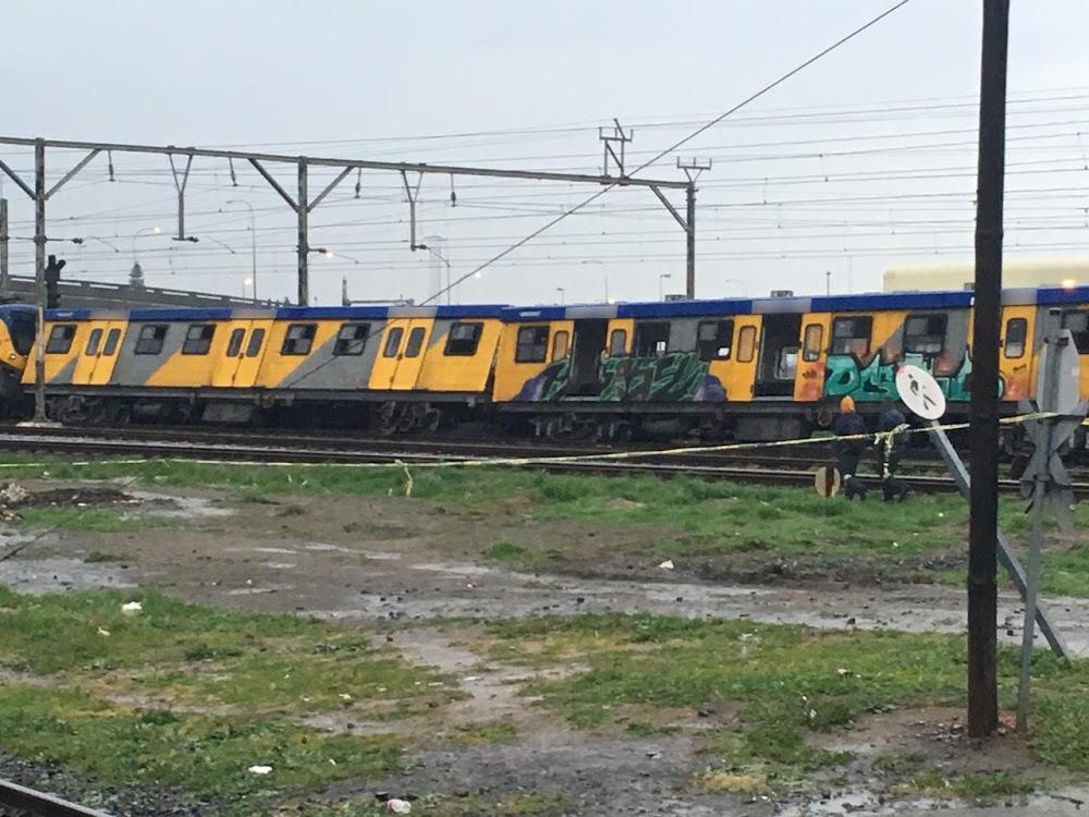 Mbalula onder skoot terwyl pendeltrein ontspoor en passasiers beseer - SowetanLIVE