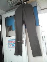 Photo: 予報に反して、波が高い!! ミヨシで作業していたら! バシャーン! 波かぶって・・。 ズボン干してます。