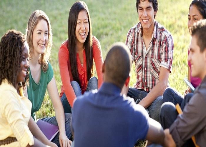 Tâm sự cùng bạn bè, người thân giúp stress