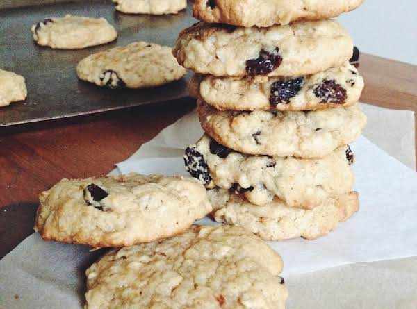 Super Simple Oatmeal Raisin Cookies Recipe