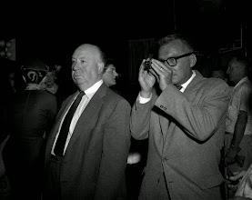 Photo: Alfred Hitchcock e seu diretor de fotografia preferido, Robert Burks.  http://filmesclassicos.podbean.com