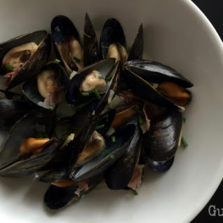 Steamed mussels with prosciutto and garlic (Paleo, AIP, SCD)