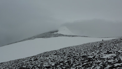 Photo: We saw Glittertinden (2465 m) for a few seconds. There was new snow as well.