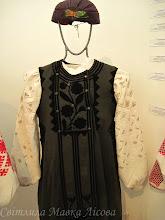 Photo: Полтавщина Керсетка з аплікацією оксамитом, м'який очіпок, сорочка білим по білому. Техніки вишивання: вирізування та лиштва