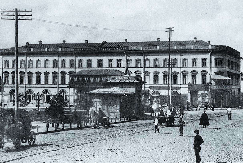 3 січня 1919 року над «Гранд-отелем» затріпотів чорний прапор. Колишній штаб анархіста Чередняка. Зруйнований під час ІІ Світової війни