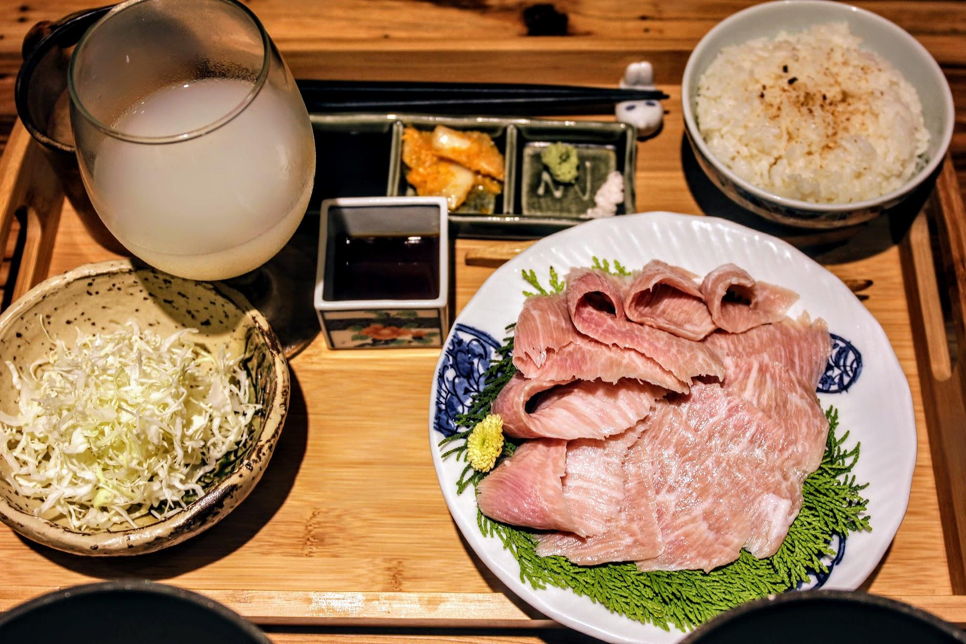 霜降豬肉套餐,除了主餐不同外,其他相同