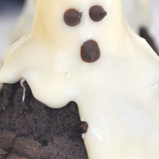 Halloween Ghost Brownies with Marshmallows and White Chocolate