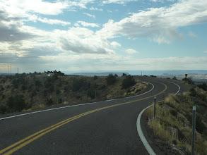 Photo: La route 12 passe sur une crête