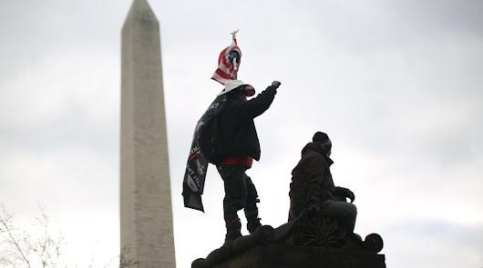Asalto al Capitolio: los partidarios de Trump entran enfurecidos