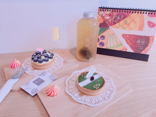 🍰宇治抹茶塔 $140 🍰新鮮藍莓塔 $150 🍵冷泡烏龍茶 $50 點兩個蛋糕以上可花$100加購2018蒔初月曆,裡面附贈12張買一送一卷!每一個月份贈送的蛋糕口味都不同~絕對划算👍👍