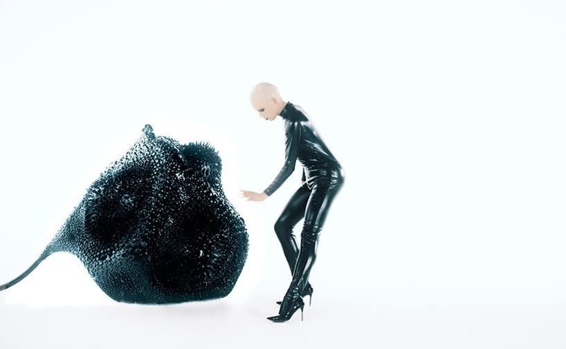 Una escultura interactiva establece un puente entre el mundo físico y el digital