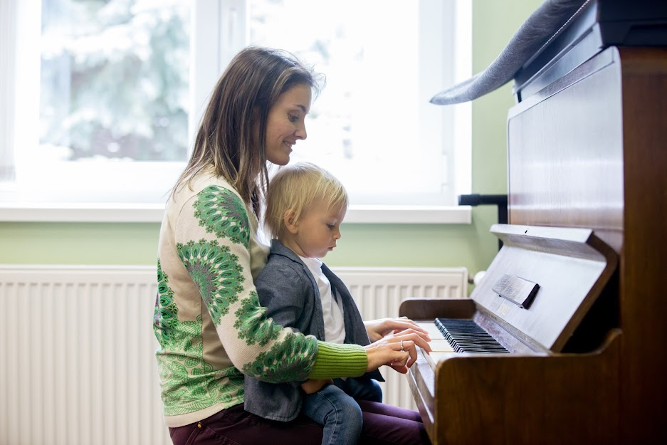 Parents Help Kids Enjoy Piano