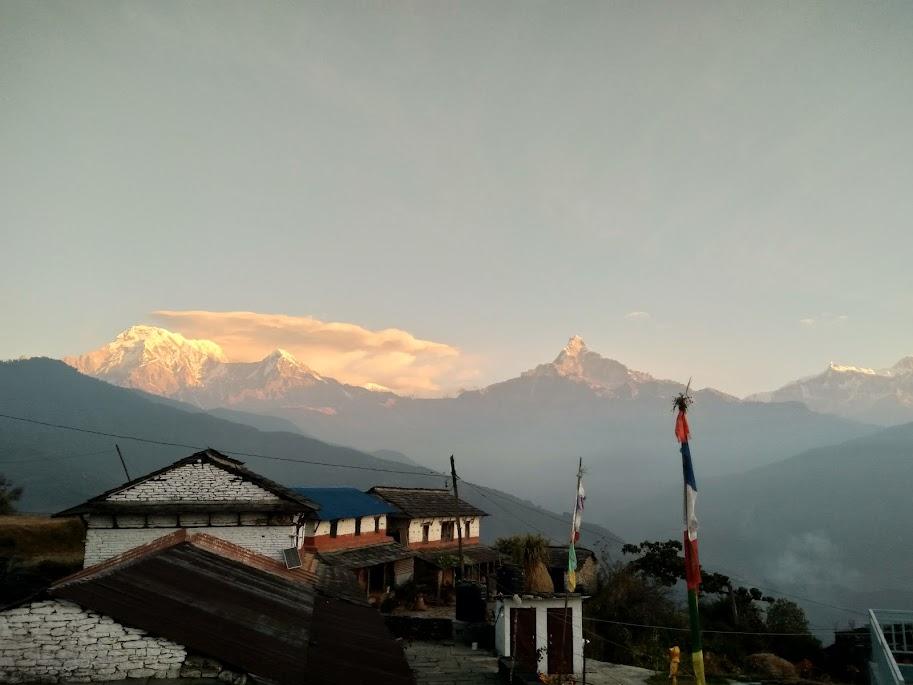 朝焼けのアンナプルナ連峰