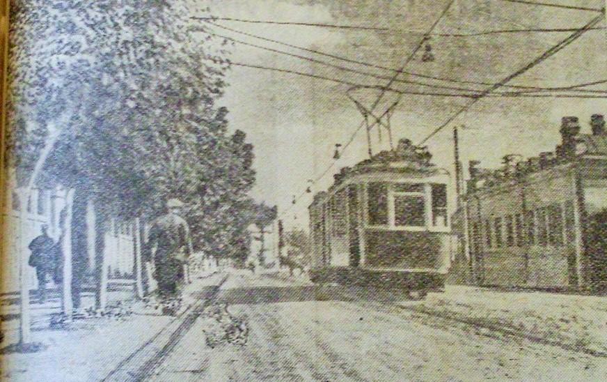 Трамвай на вул. Плеханівській. Якраз біля новозбудованого парку. Вересень 1935-го