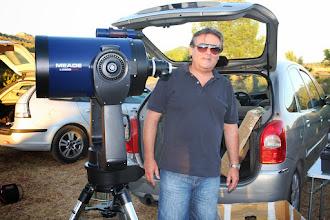 Photo: José Sempere nos dejó asomar el ojo a su telescopio.