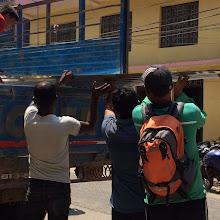 Photo: Láminas de metal para proteger las cabañas y tiendas de campaña de las lluvias del monzón