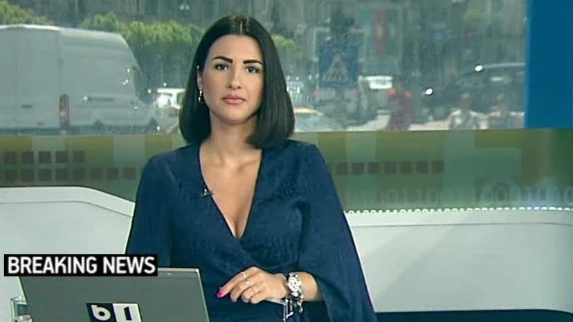 Now that's a beautiful news anchor