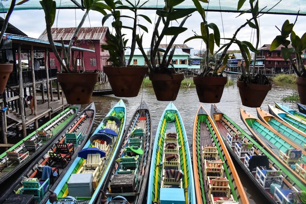 Burma+Inle+Lake+toy+like+canoes
