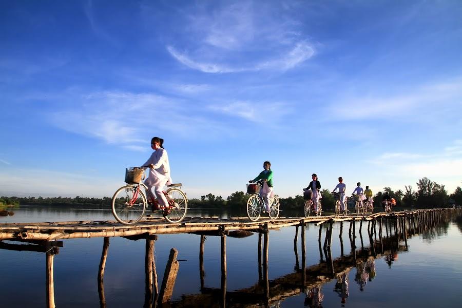 Ao Dai by Lê Minh Đà - People Street & Candids