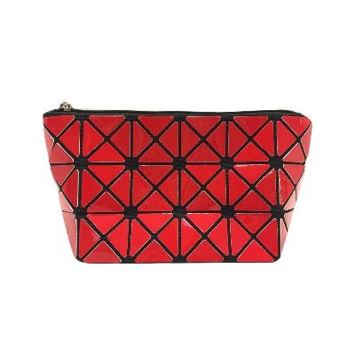 accesorio porta cosmético consehca plástico triángulos rojo/negro