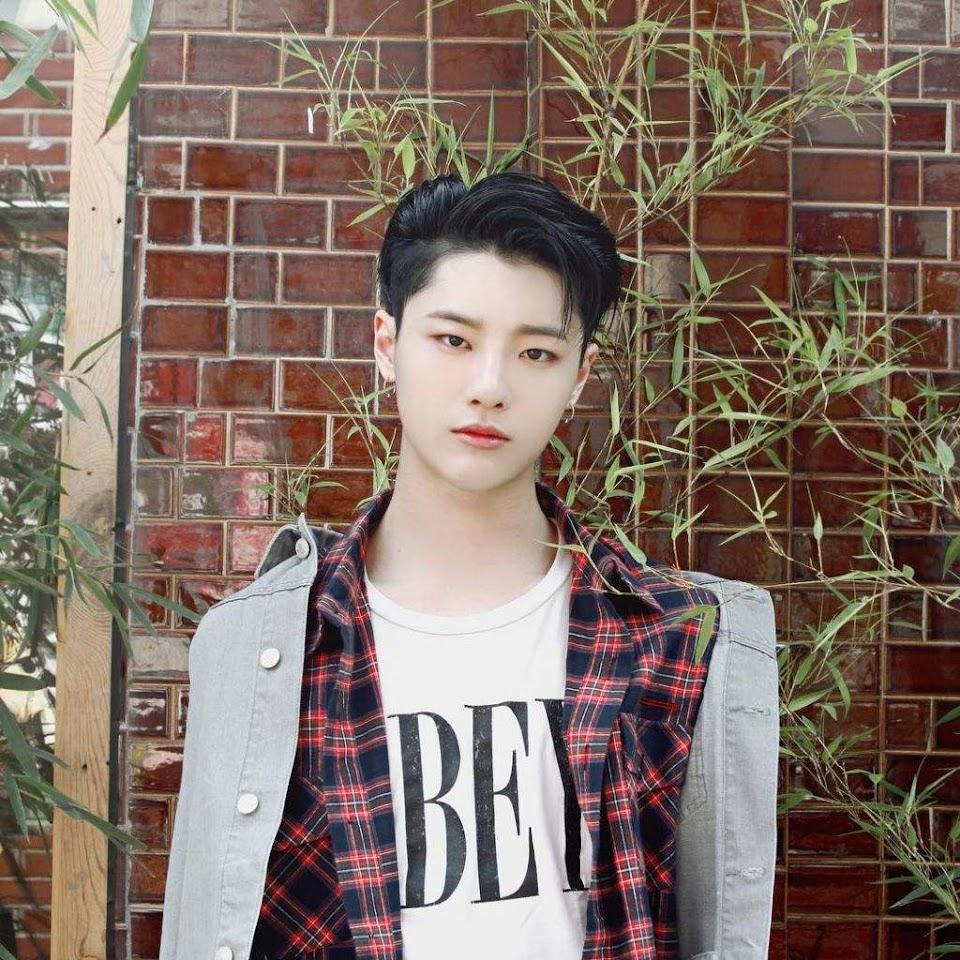 4debuts_seungyoun3