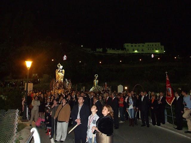 Presencia destacada de devotos en la procesión de la Santa Cruz del Voto.