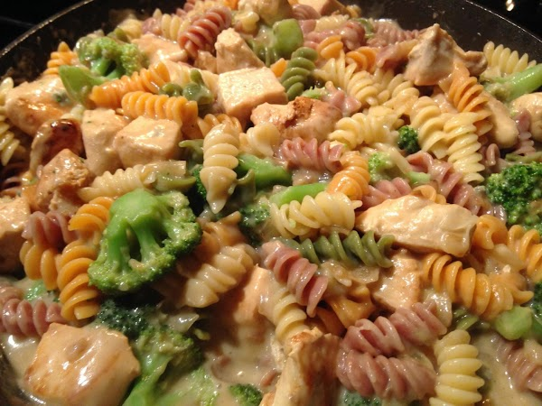ADD PASTA N BROCCOLI INTO CHEESE SAUCE N STIR UNTIL COATED...SPRINKLE WITH BLACK PEPPER...