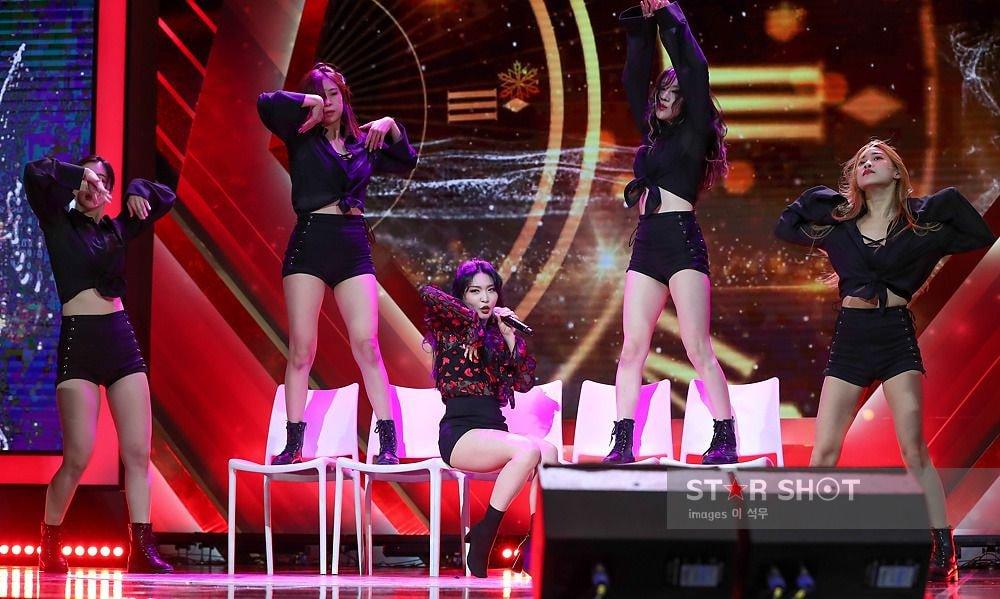 chungha back up dancer