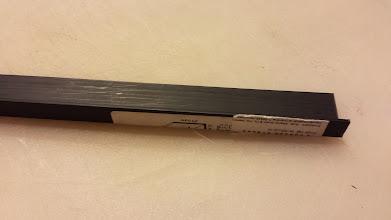 Photo: kiedy nosiłem Pismo w kieszeni, w której miałem też np marker to po jakimś czasie rogi stron były pozaginane ...  ROZWIĄZANIE: kątownik (tu akurat 10mm x20 mm) - do zabezpieczenia stron Kromki. Do kupienia np w Leroy-u