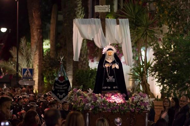 La Santísima Virgen de la Soledad en su desfile procesional.