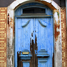 Door by Gil Reis - Buildings & Architecture Other Exteriors ( doors, places, city, street, buildings )