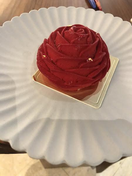 這玫瑰也太美了吧! 原來是甜點~☺️