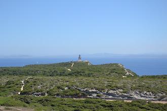 Photo: maják Capo Pertusato, v pozadí už brehy Sardínie
