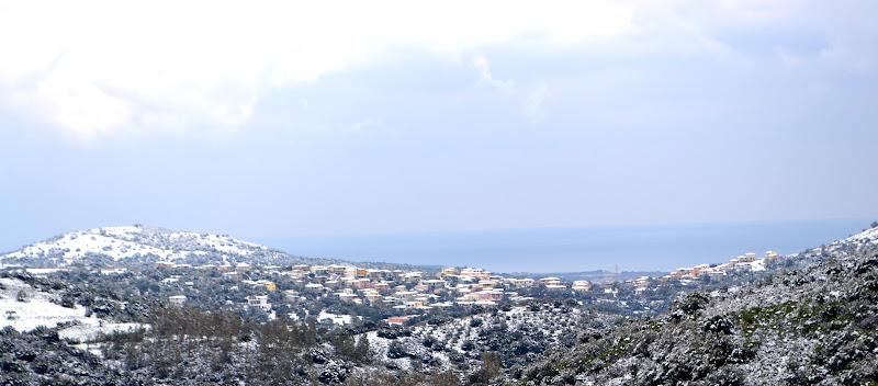 Neve sulle montagne del mare di ICL