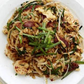 Char Kwai Teow (stir-fried Flat Rice Noodles).