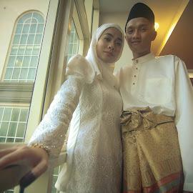 Traditional Malay Wedding - Couple by Mohammad Zaid Bin Johari - Wedding Bride & Groom