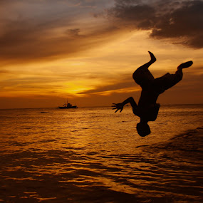 Sunset Divers 2 by Dominic Meily - People Street & Candids ( daan, dominic meily, divers, silhouette, kalye, zamboanga, pinoy, streets, philippines, street photography )
