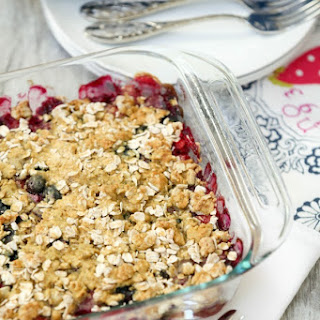 Strawberry, Blueberry and Raspberry Cheesecake Crumble #SundaySupper