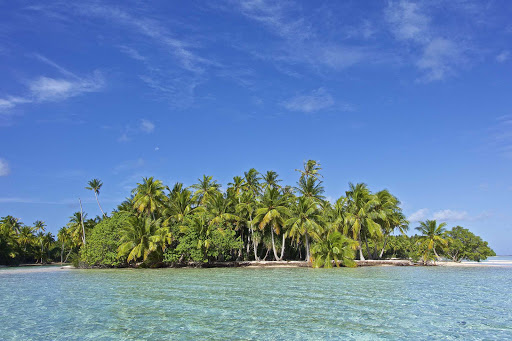 lindblad-south-pacific-islet.jpg - Clear waters and warm sun await you in the South Pacific on a Lindblad expedition.
