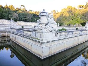 Photo: Un nymphé est un bassin recevant une source considérée à l'origine comme sacrée.