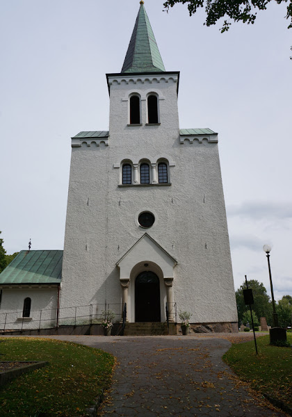 Photo: Meteoriten på Karl Jonassons gravsten, Getinge socken, Halland. 20160727. Getinge kyrka. © Sven Olsson (e-post: kosmografiska@gmail.com)