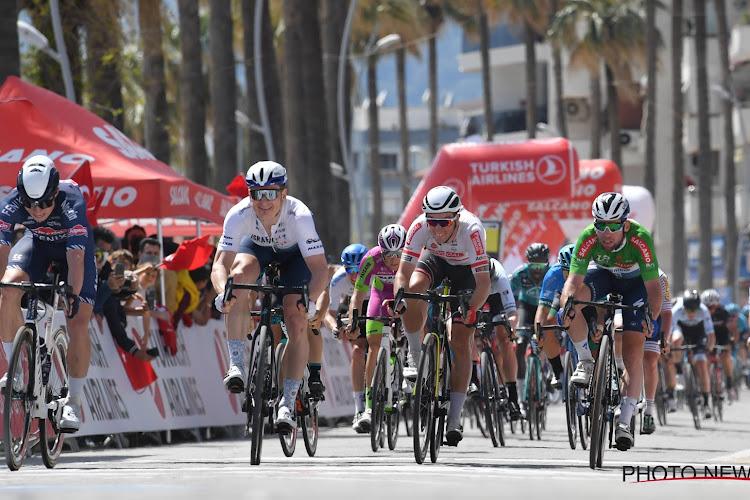 """Zelfs kettingprobleem houdt Philipsen ditmaal niet tegen: """"Superblij dat ik eindelijk een rit kan winnen"""""""